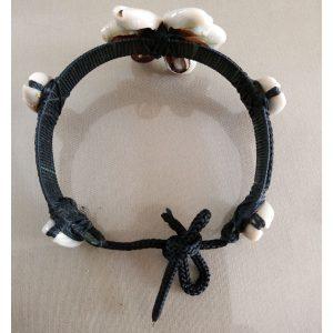 Bracelet-ethnique-noir-en-coquillages-blancs-type-grains-de-café-artisanat-malgache-2