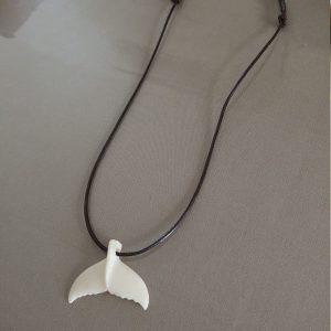 collier-queue-de-baleine-en-os-de-zébu-bijou-malgache-artisanat-madagascar