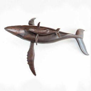 sculpture-baleine-bébé-baleineau-bois-hintsy-artisanat-de-madagascar