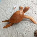 sculpture-madagascar-tortue-bois-clair-arbre-à-pain-artisanat-malgache