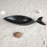 scuplture-baleine-en-bois-hintsy-récipient-biscuits-apéritifs-artisanat-malgache-déco-table-original