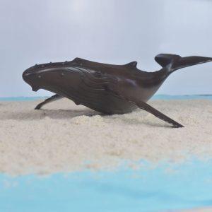 décoration-sculpture-baleine-en-bois-hintsy-artisanat-de-Madagascar-min