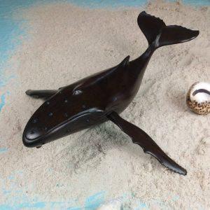 décoration-sculpture-baleine-en-bois-hintsy-artisanat-malgache-min