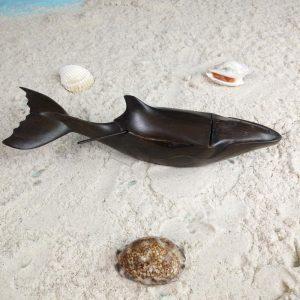 sculpture-salière-poivrière-en-forme-de-baleine-en-bois-hintsy-artisanat-de-Madagascar-min
