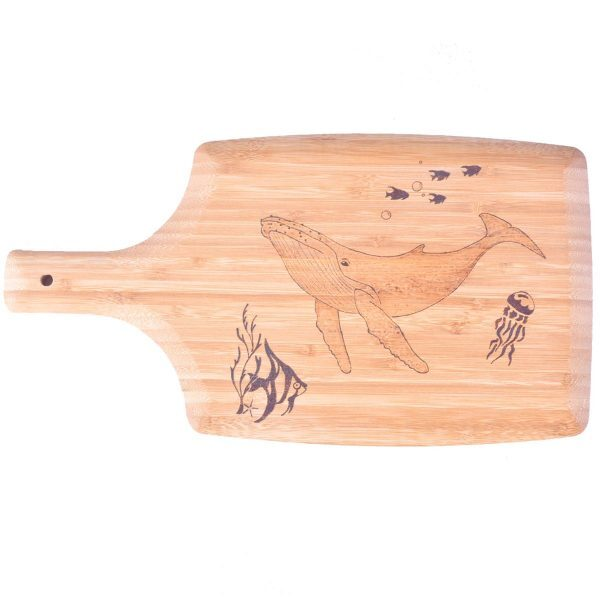 planche-a-decouper-baleine-ocean-poisson-pyrogravure-personnalisee-artisanat-occitanie
