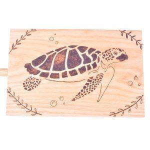 planche-a-decouper-tortue-marine-bois-pyrogre-artisanat-francais