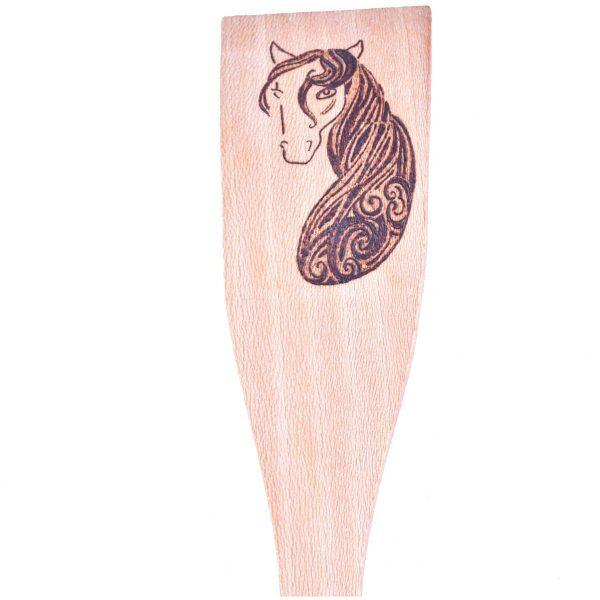 spatule-bois-decoration-cheval-ethnique-tribal-fait-main-artisanat-aude-minervois-occitanie