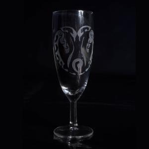 verre-a-flute-pingouin-manchot-gravure-personnalisee-artisanat-hérault-minervois-occitanie
