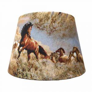 abat-jour cheval chevaux dans la steppe