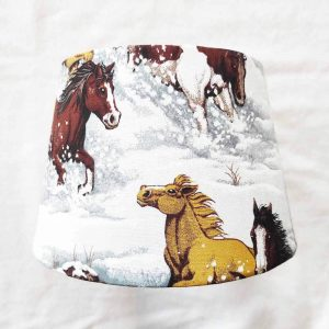 abat-jour chevaux galopant dans la neige