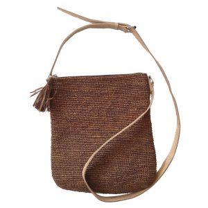 pochette-bandouliere-raphia-canelle-marron-artisanat-madagascar-min