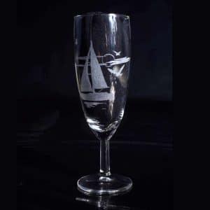 gravure-personnalise-verre-a-champagne-voilier-ocean-fait-main-en-occitanie-2