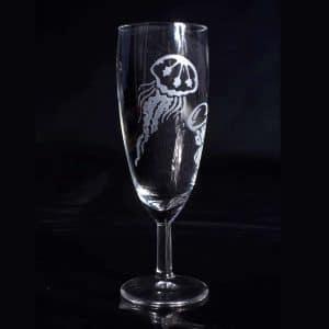 verre-a-champagne-meduse-ocean-gravure-personnalise-meduse-artisanat-occitanie-2